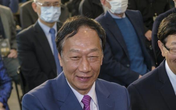 鴻海創業者の郭氏は中国との太いパイプを生かし、中国からのワクチン調達に強い意欲をみせていた=AP