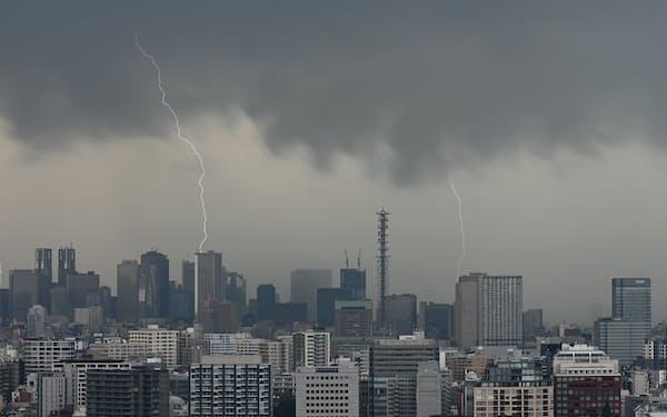 11日午後の東京都内は激しい雷雨となった(千代田区)