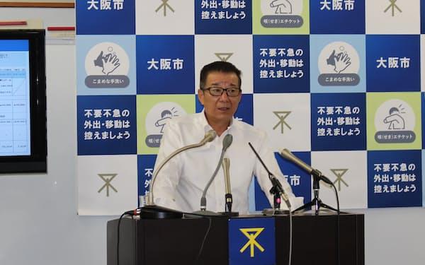 記者会見をする大阪市の松井市長(12日、大阪市役所)