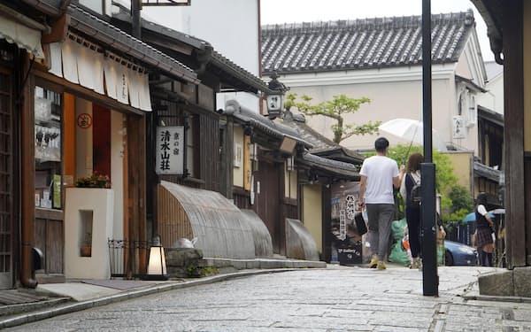 京都では観光の本格再開がまだ見通せない状況だ=共同