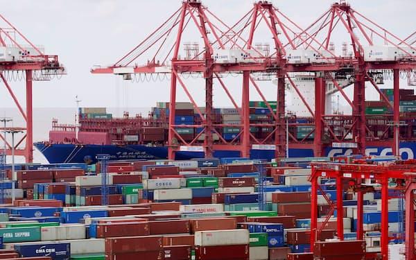 輸出入ともにドルベースで2桁の伸びとなった(上海市)=ロイター