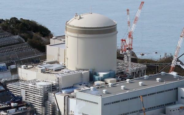 2030年度の総発電量は9500億㌔㍗時に減らす(関西電力の美浜原子力発電所3号機、福井県美浜町)