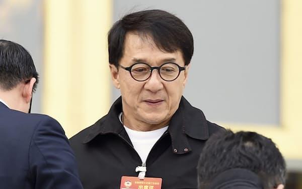 2019年3月、中国の人民政治協商会議に臨むジャッキー・チェン氏(北京の人民大会堂)=共同