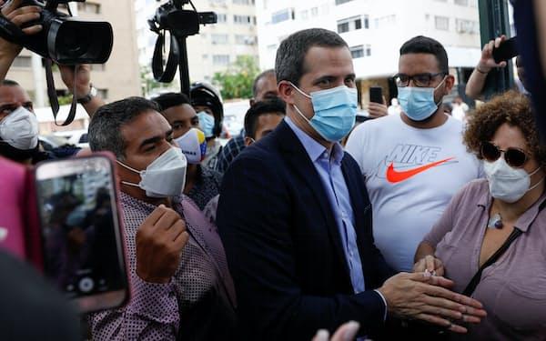 ベネズエラの野党指導者グアイド氏(12日、カラカス)=ロイター