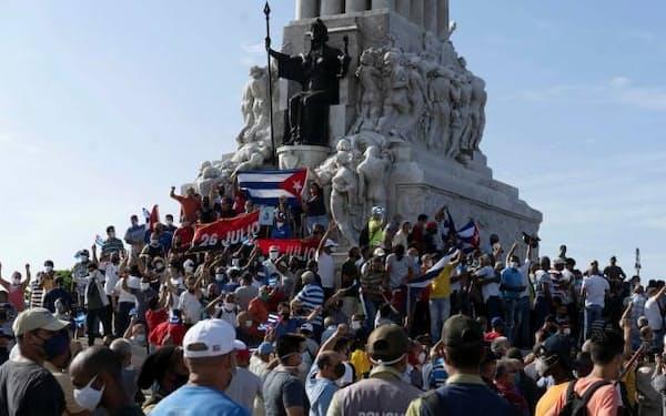 7月11日にはキューバのハバナで異例の反政府デモが起きた=AP