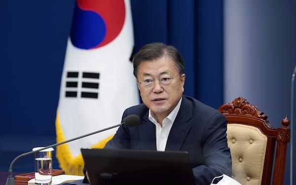 文政権の選挙公約「最低賃金1万ウォン」は任期中に果たされなかった=韓国大統領府提供