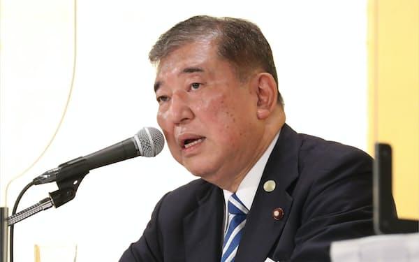 派閥のセミナーで発言する石破茂氏(7月8日、都内のホテル)