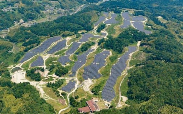 太陽光の大量導入が必要だ(山口県の太陽光発電所)