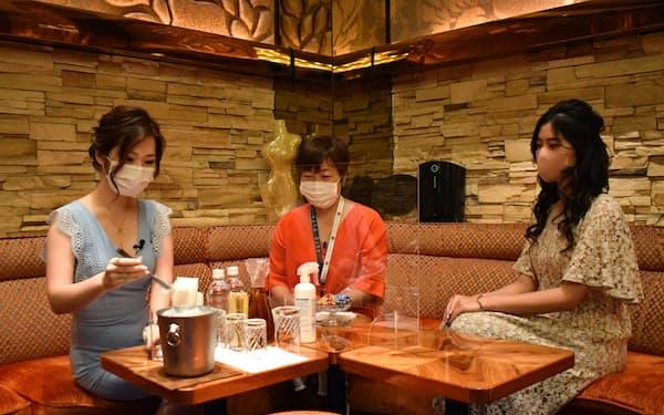 動画は東京・六本木のクラブで接客方法を確認し、感染防止対策を指導する内容