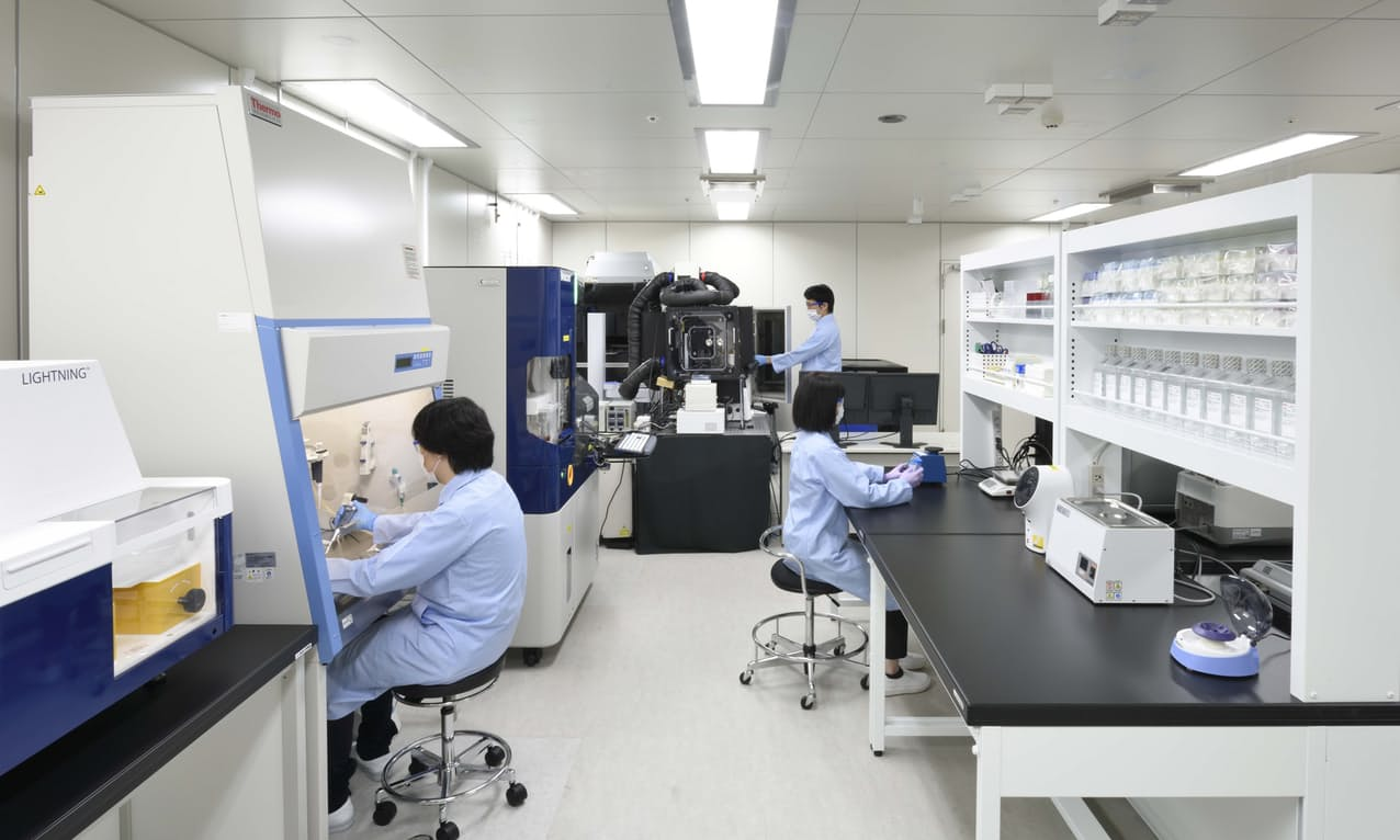 ニコンの細胞観察装置やソフトウエアの利用ができる