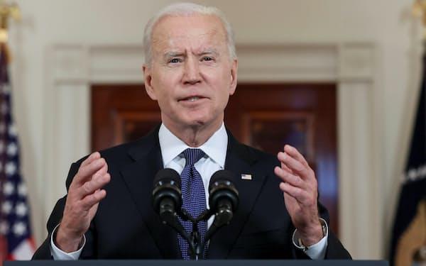 20日、米ワシントンのホワイトハウスで、イスラエルとイスラム組織ハマスが合意した停戦の発効を前に演説するバイデン大統領=ロイター