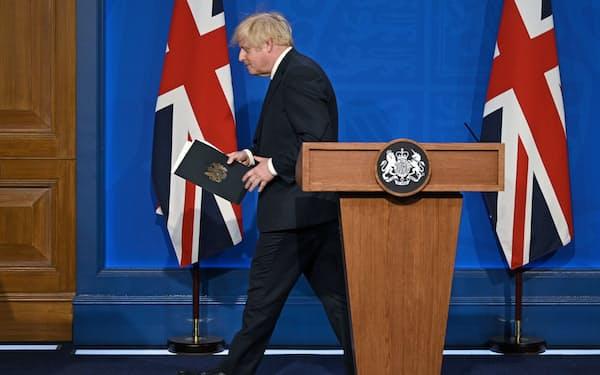 ジョンソン首相は「パンデミックは終わっていない」と述べた(12日、ロンドン)=ロイター