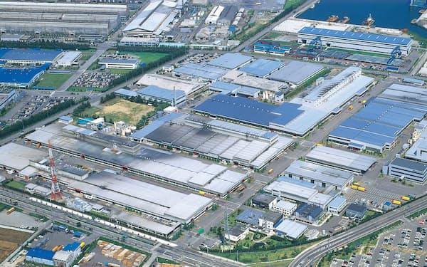 商業施設向け事業が収益に貢献した(三協立山の工場、富山県射水市)