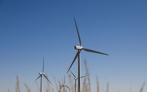 EUは復興債で脱炭素やデジタル化を進め、経済を再び成長軌道に乗せる狙い=ロイター