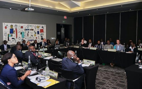 途上国からは先進国主導のデジタル課税案へ批判も(デジタル化に対応する税制を協議するアフリカ諸国の税務専門家ら、2019年)=アフリカ税務行政フォーラム(ATAF)提供