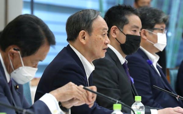 知的財産戦略本部の会合であいさつする菅首相(13日午前、首相官邸)