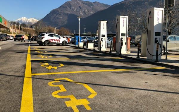 欧州委は主要幹線道路にEV充電網を張り巡らせる計画だ