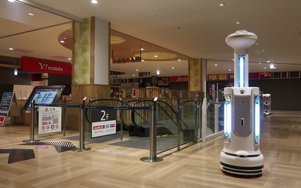 イオン藤井寺ショッピングセンターで除菌ロボの実証実験を実施した(大阪府藤井寺市)