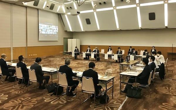 国際金融都市OSAKA推進委員会の第2回幹事会では、経済団体、金融機関などからの参加者が国際金融都市構想について議論を深めた(14日、大阪市内)