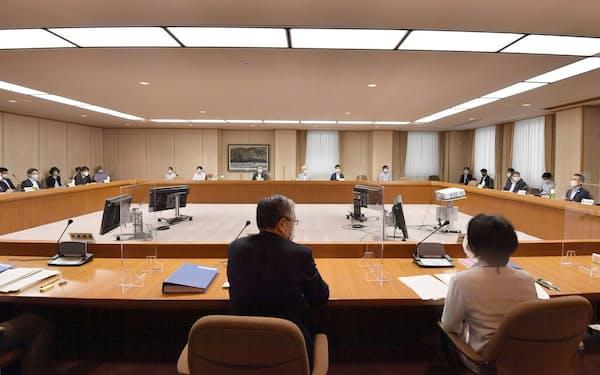 中央最低賃金審議会の小委員会(14日)=代表撮影