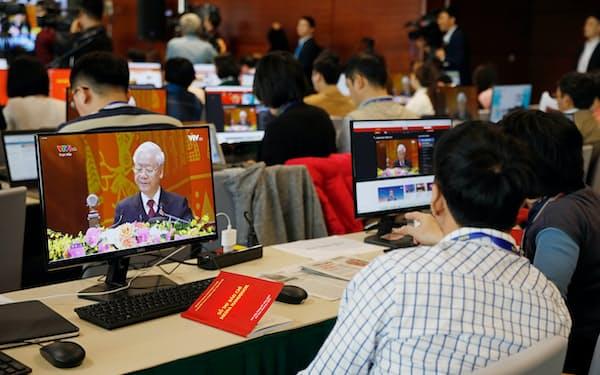 ベトナムメディアは政府の統制下にある(1月の共産党大会の取材の様子)=AP