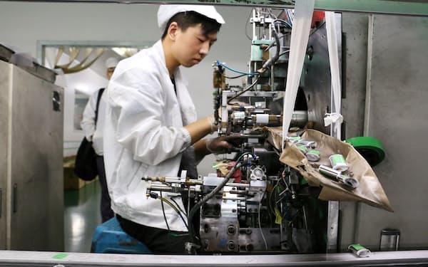 4~6月まで生産は堅調に推移してきたが…(広東省のリチウムイオンバッテリー工場)=ロイター