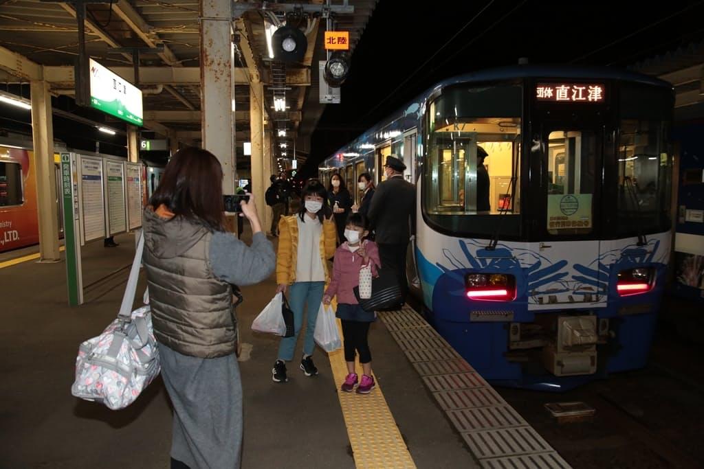 えちごトキめき鉄道が企画している夜行列車は親子向けに大人気