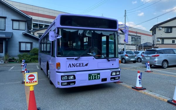 ホテルの送迎バスを一般客も利用できるようにする