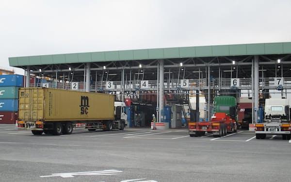 コンテナ埠頭は混雑して待ち時間が長くなることもある(東京都大田区の中央防波堤外側コンテナ埠頭)