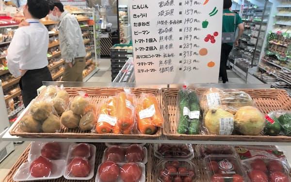 生鮮野菜が並ぶセブン&アイのコンビニ店舗(6月、東京都千代田区)