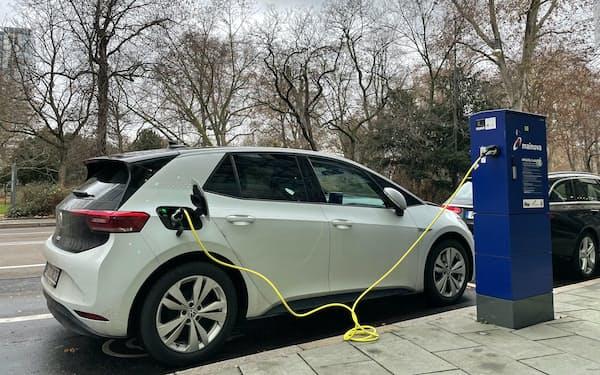 EUにとって公共の充電設備の拡充は残された課題のひとつだ(ドイツのフランクフルト)