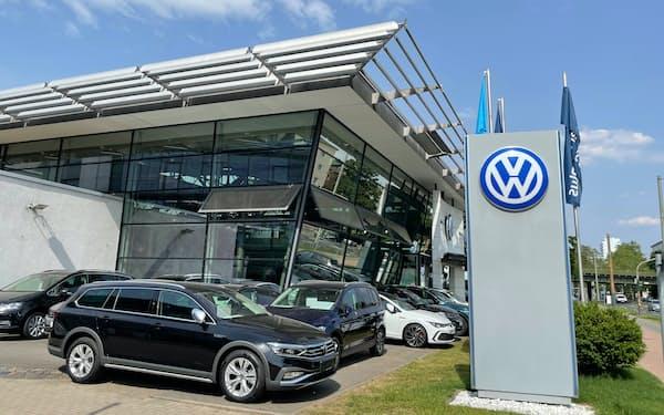 新車販売は回復しているが水準はまだ低い(ドイツ・フランクフルトの自動車販売店)
