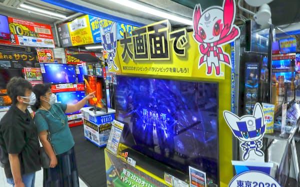 自宅での五輪観戦に欠かせない大型テレビの買い替えニーズも高まっている(東京都千代田区のビックカメラ有楽町店)