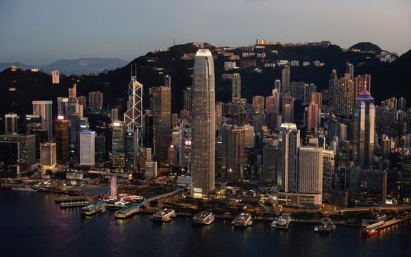 香港には世界の主要な金融機関が拠点を構える=ロイター
