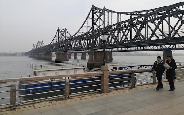 中朝間の貿易で大動脈となってきた「中朝友誼橋」(3月、遼寧省丹東市)