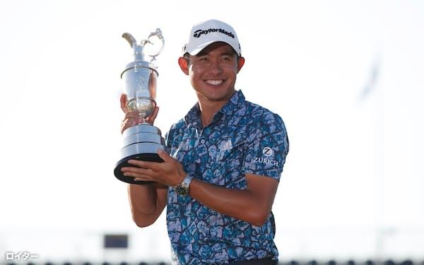 男子ゴルフの全英オープン選手権で優勝したコリン・モリカワ(18日、サンドイッチ)=ロイター