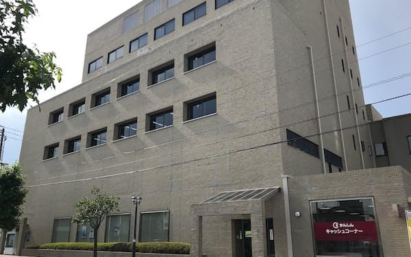地域密着金融を掲げる観音寺信金は、コンサルティング機能の強化を進めている(香川県観音寺市の本店)