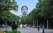 東京上空に浮かぶ顔 アートチーム「目」新プロジェクト