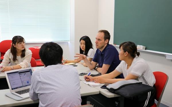 文理融合型の九州大学共創学部の授業風景=同大提供