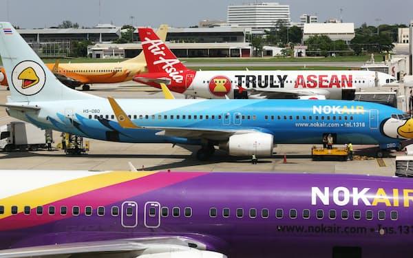 タイ・バンコクのドンムアン空港に並ぶLCCの機体(2014年撮影)