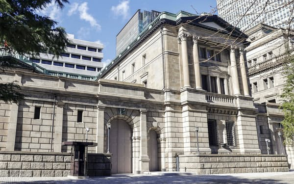 日銀が新たに導入する「気候変動オペ」は債券発行市場に影響を及ぼしそう(日銀本店)=共同