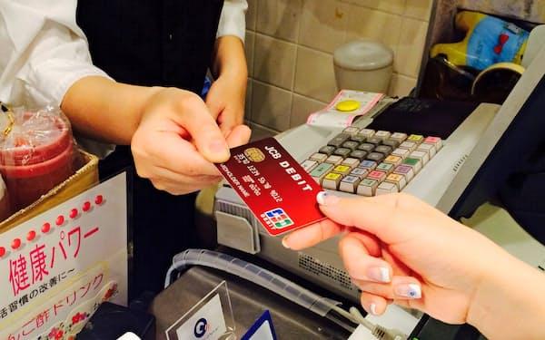 国際ブランドカードの発行が相次ぐ(JCBデビット)