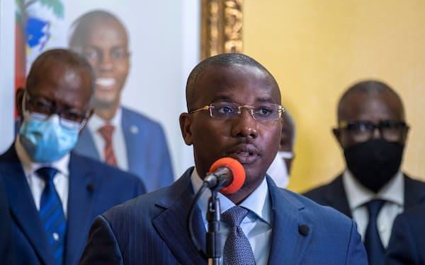 ハイチのジョゼフ暫定首相(13日、ポルトープランス)=ロイター