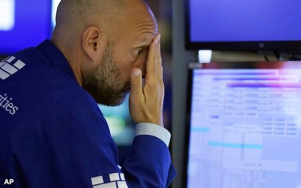 米株安の流れのなか、債券市場では景気急減速のサインがともる(19日のニューヨーク証券取引所)=AP