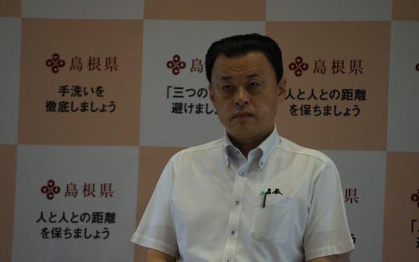 鳥取県西部地域への不要不急の往来自粛の要請について説明する島根県の丸山達也知事