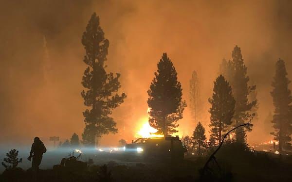 米オレゴン州では名古屋市の面積の半分に相当する約160平方キロメートルの森が1日で焼けた(7月17日)=AP