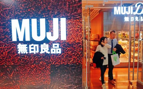 良品計画は中国での出店を拡大する(上海市にある「無印良品」店舗)=AP