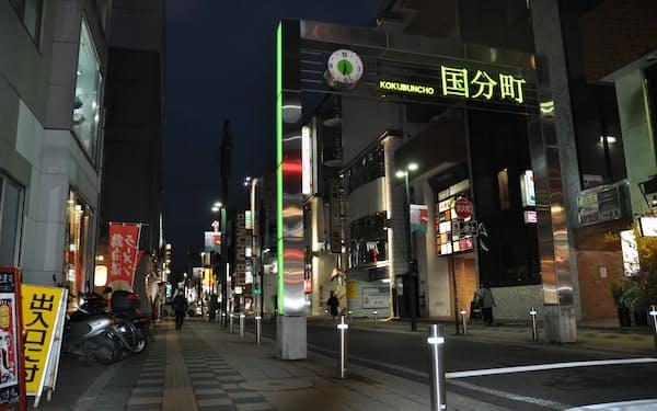 東北随一の歓楽街、国分町ではいつになく人出がまばらだった(5日、仙台市国分町)
