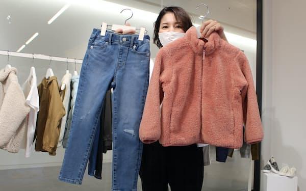 再生ポリエステル繊維を使ったフリース㊨や水使用量を大幅に低減したジーンズ