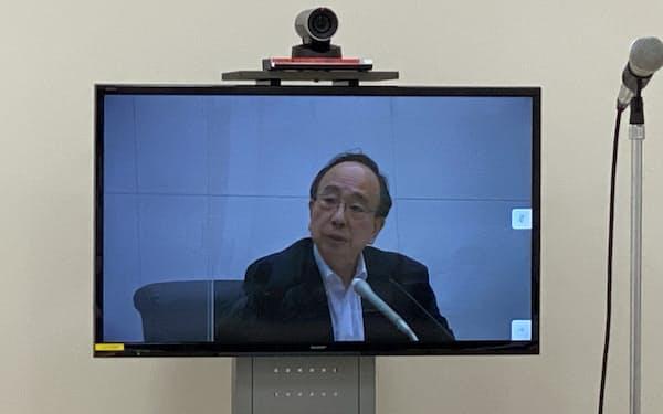 記者会見する雨宮副総裁(21日)